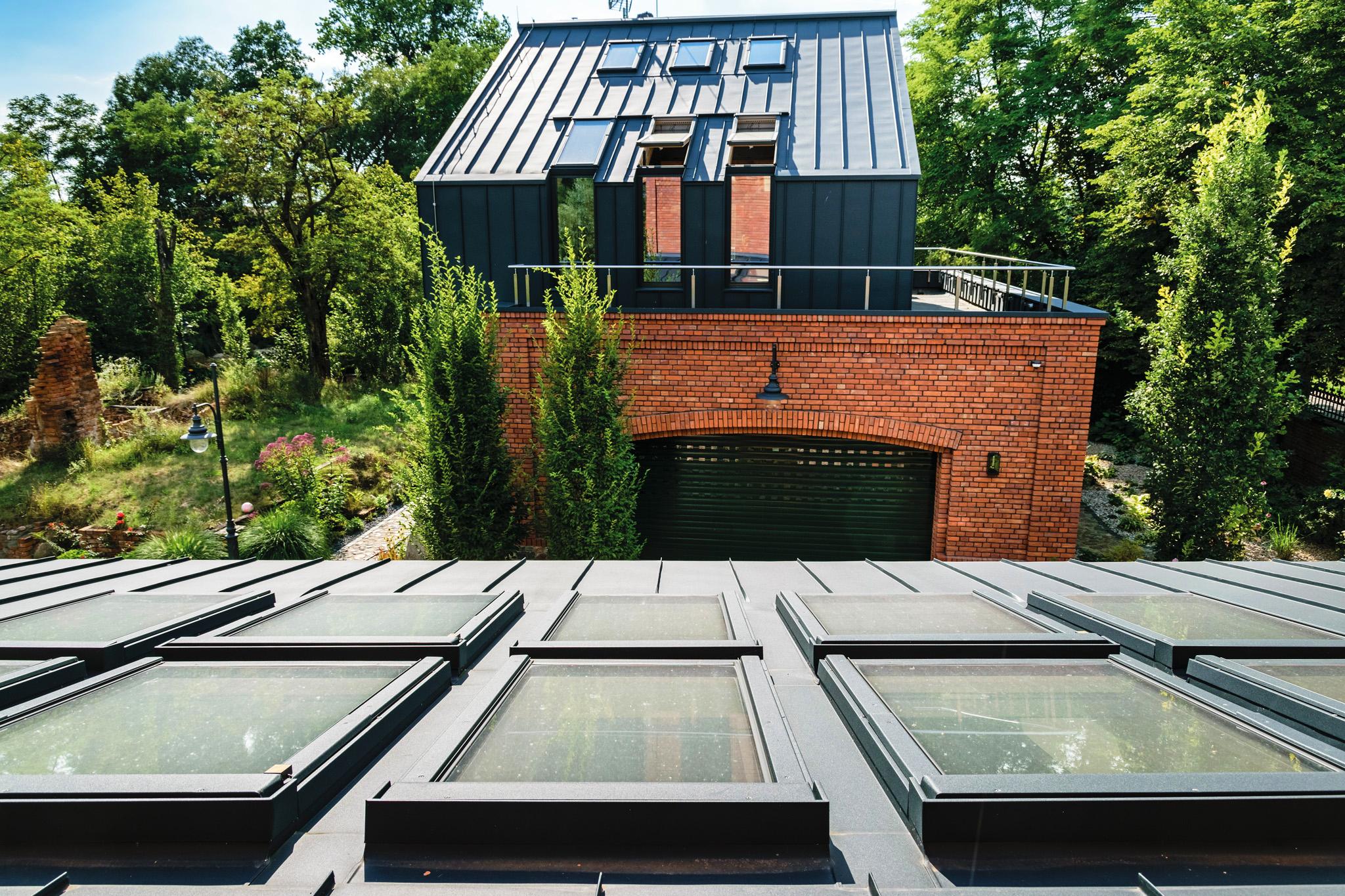 Close up of centre pivot roof windows