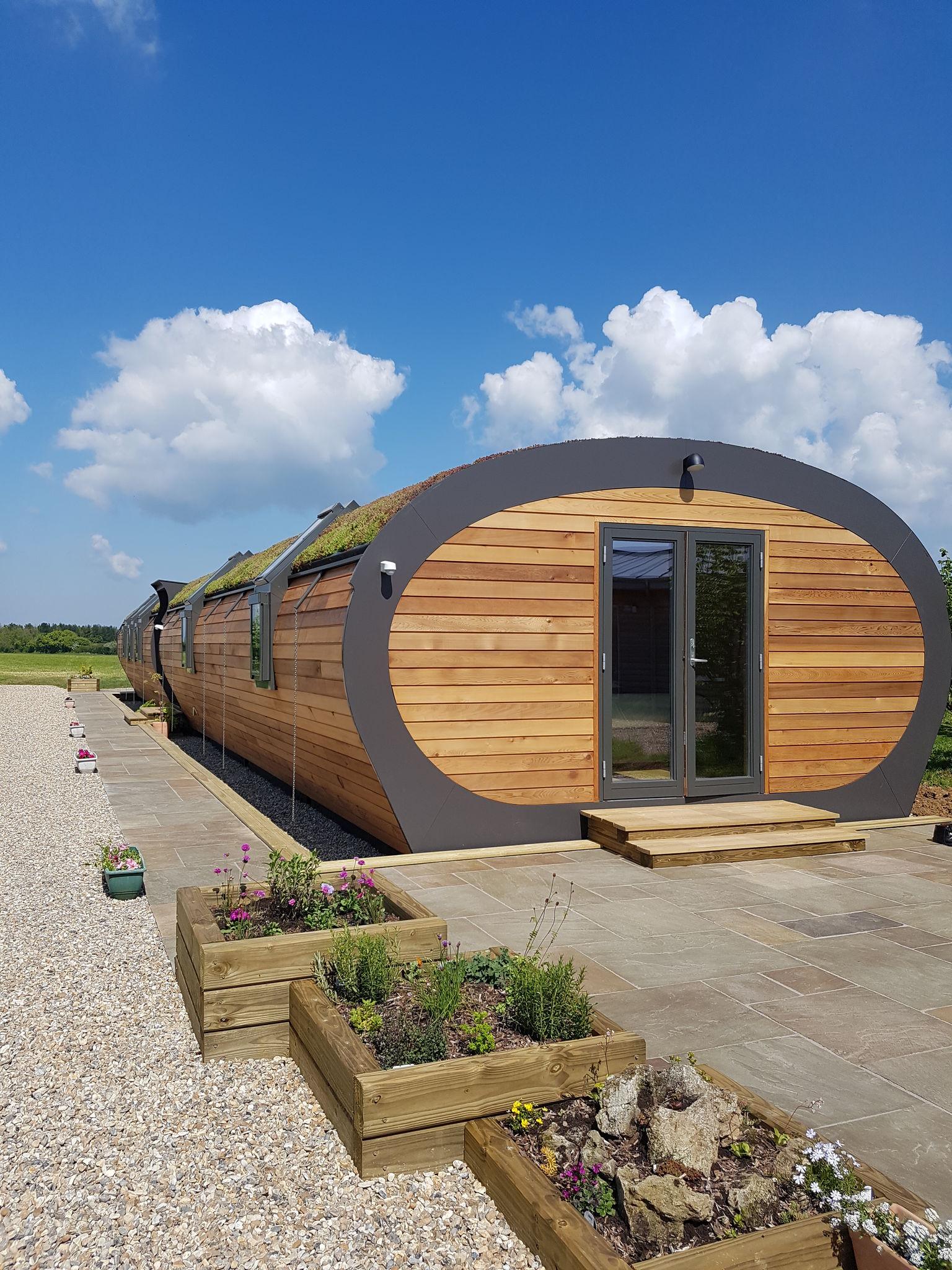 L-shape combination windows on eco-friendly unit