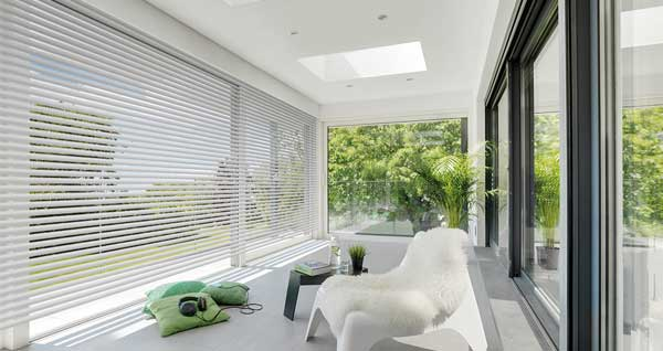 Flat roof window in extension