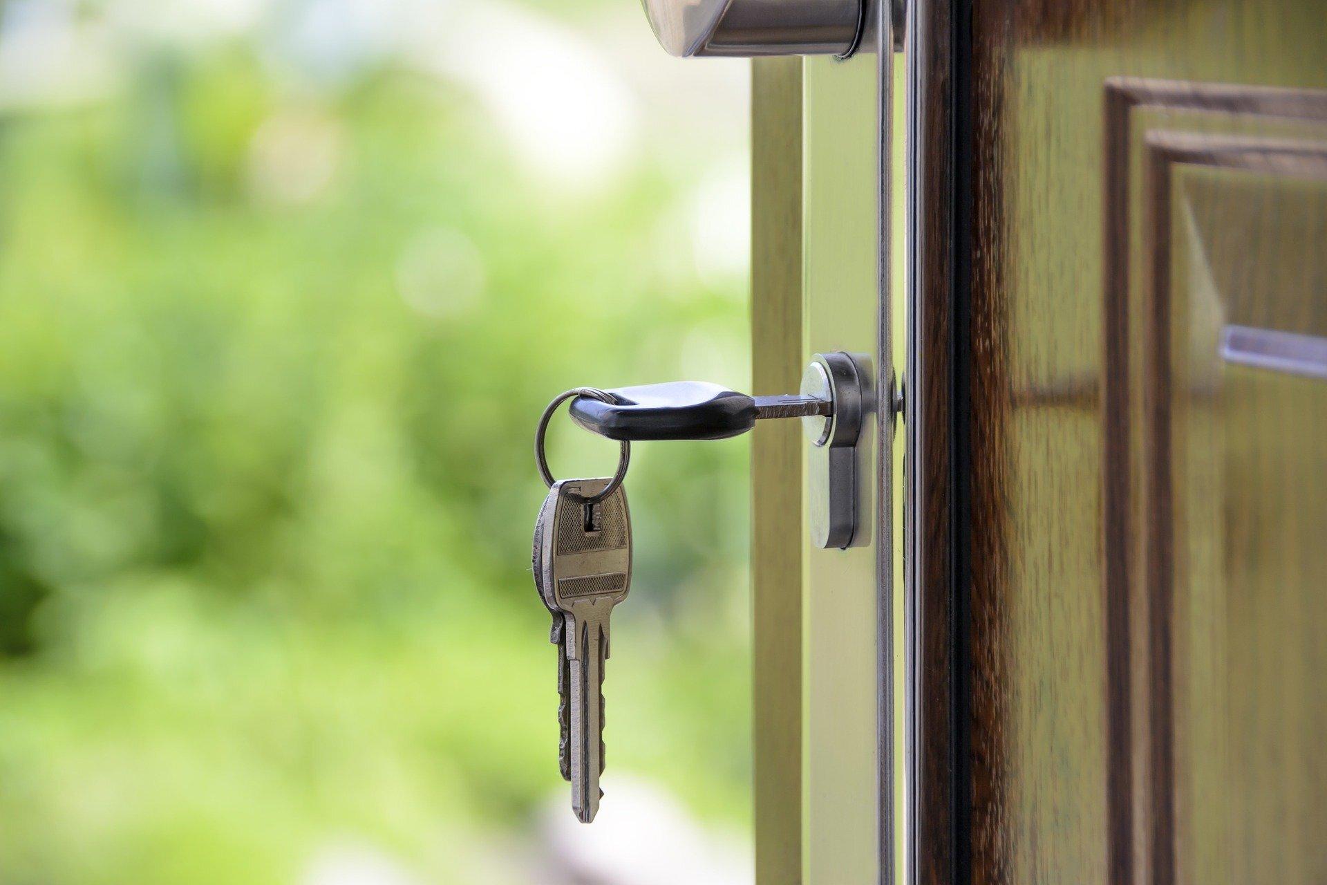 Keys in a keyhole