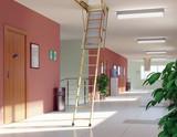 Schody LWF korytarz(www)